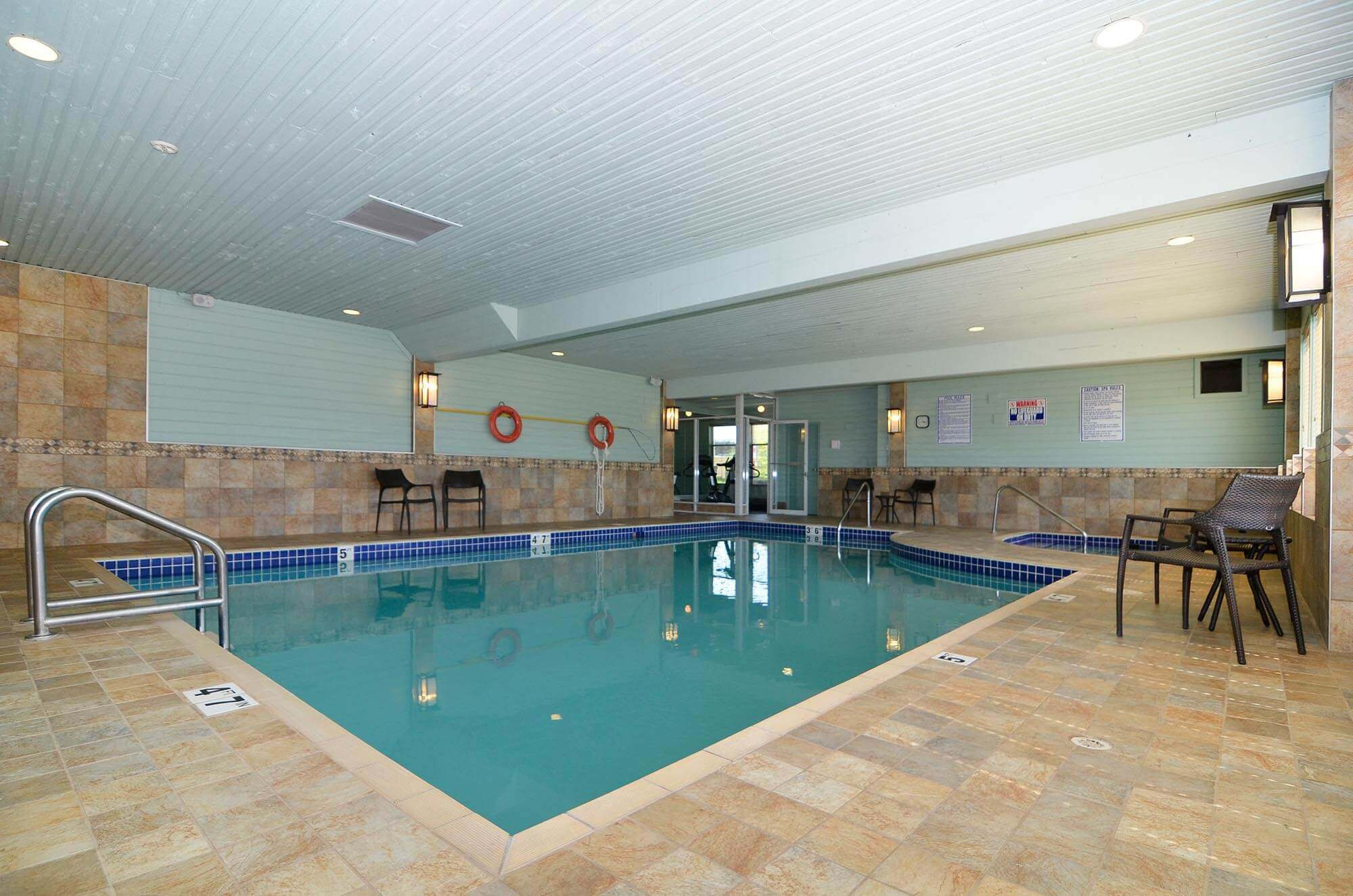 swimming-pool-jacuzzi-chair